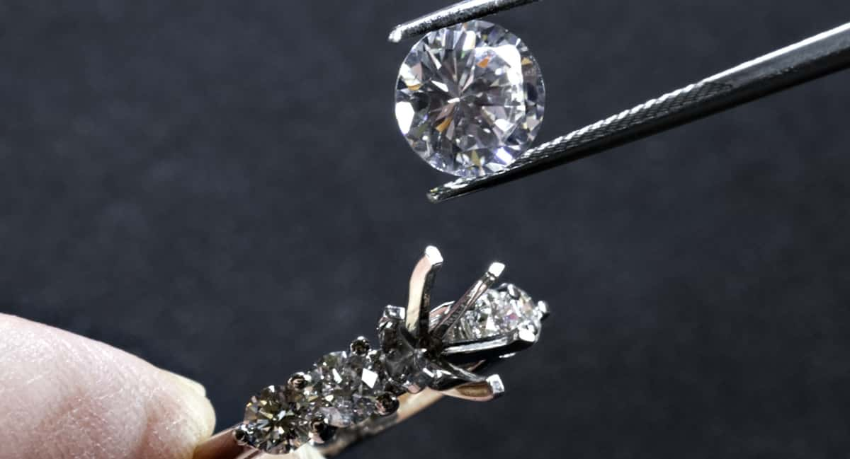 'Hey Julie' How To Become A Jeweler Everyone Wants To Buy From